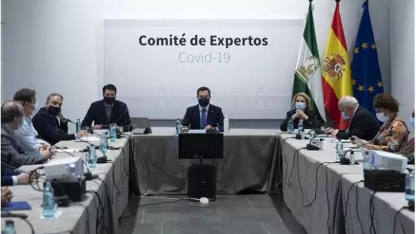 El presidente de la Junta, Juanma Moreno, durante una reunión del Comité de Expertos.