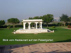 Photo: Von der Restaurant- Terrasse bietet sich ein weiter Blick auf Jodhpur und seine Umgebung.