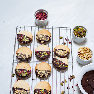 Chocolate and Salted Peanuts Shortbread Cookies.