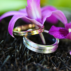 Fiona & Max by Rob Rickman - Wedding Details ( ring, orchid )