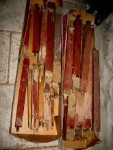 Photo: Dřevěné píšťaly. Z každé se sype červotočový prášek