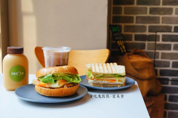 早午餐~豬排貝果堡+鮪魚帕里尼 +豆漿=幸福早晨 –Yanoon豆漿
