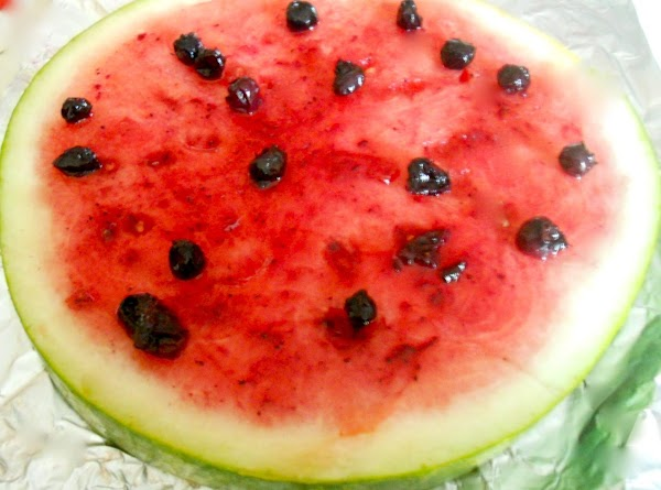 Spread the blueberry compote over the melon slice evenly.