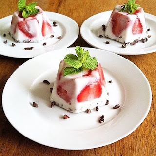 Raw Strawberry Panna Cottas