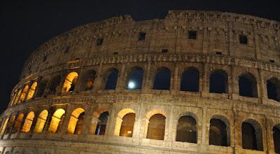 Photo: luna nel Colosseo