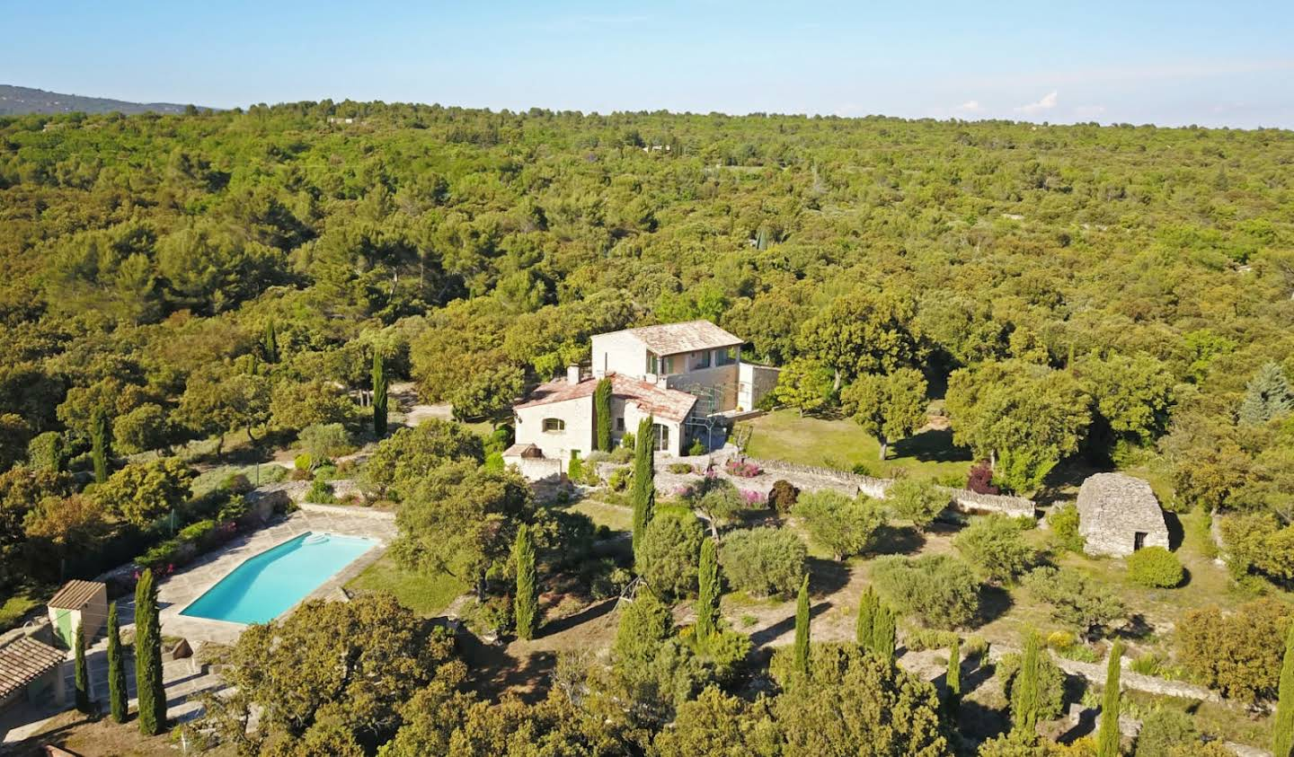 House with pool and terrace Gordes