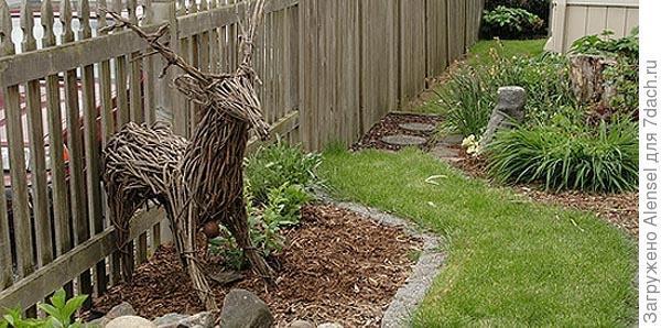 Плетеная фигура для сада