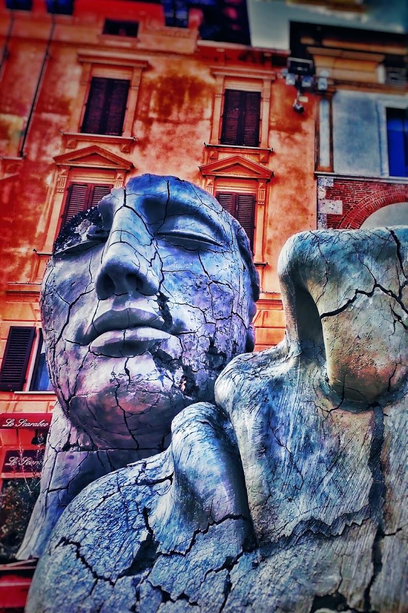 Mitoraj in blu di Stefano Pelleriti
