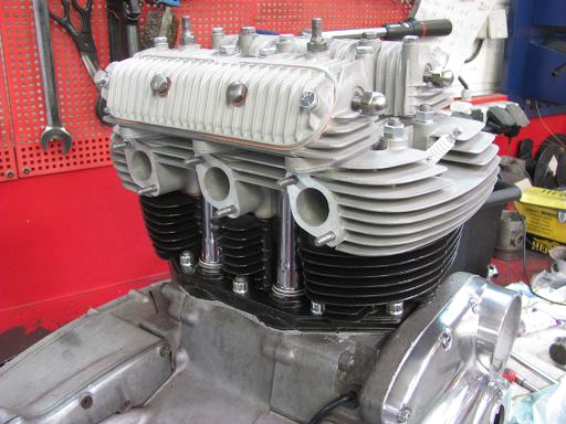 Culasse et cylindre de Triumph Hurricane .
