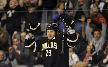 Photo: DALLAS, TX - FEBRUARY 09:  Left wing Steve Ott #29 of the Dallas Stars celebrates his goal against the Phoenix Coyotes at American Airlines Center on February 9, 2011 in Dallas, Texas.  (Photo by Ronald Martinez/Getty Images) *** Local Caption *** Steve Ott