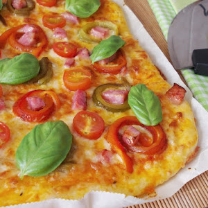 Peppers, Bacon And Cherry Tomato Pizza