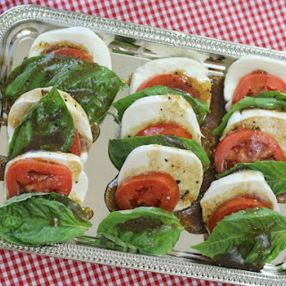 Easy Tomato Mozzarella Caprese Salad