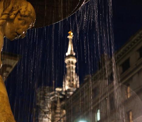 La Madonnina del Duomo da sotto la Fontana ....... di jovi55