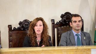 Imagen de archivo de María Vázquez junto al alcalde de la capital, Ramón Fernández-Pacheco
