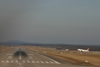 Photo: Touchdown on runway 34 while a Swiss Airbus is starting from runway 28 http://www.swiss-flight.net