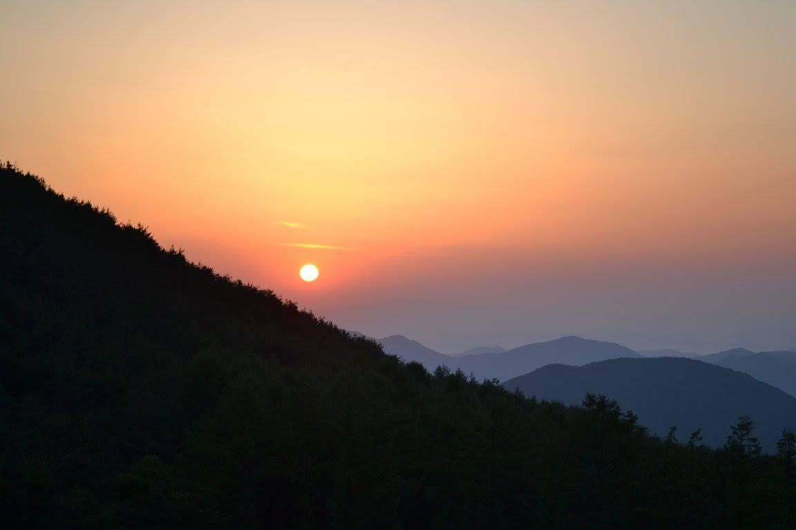 L'image contient peut-être: ciel, montagne, nature et plein air