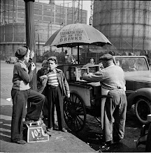 Photo: 1940's hot dog stand, taken by Stanley Kubrick