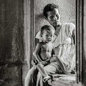 Homeless in Angkor Wat by Thomas Jeppesen - People Family ( b&w, monochrome, thomasjeppesen, black and white, bw, subsignal, angkor wat, photography, cambodia, siem reap )