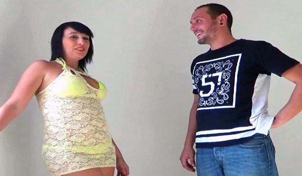Muñeca y Luis, tus vecinos sevillanos viene a hacer su casting porno. TREMENDAS TETAS.