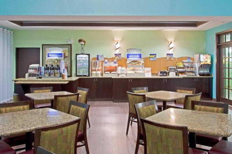 Holiday Inn Express and Suites Ft Lauderdale Airport/Cru
