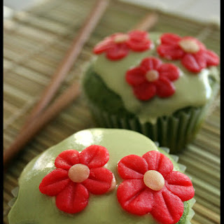 Green Tea Cupcakes with Almond Flowers Recipe