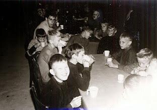 Photo: Bosvolk 1966 rechts geblokte blouse Hendrik Schuiling daarnaast Kier Kamping, Lambert Hollander en Hans Dragtsma Leider was Harm Jan Lanjouw (met bril)