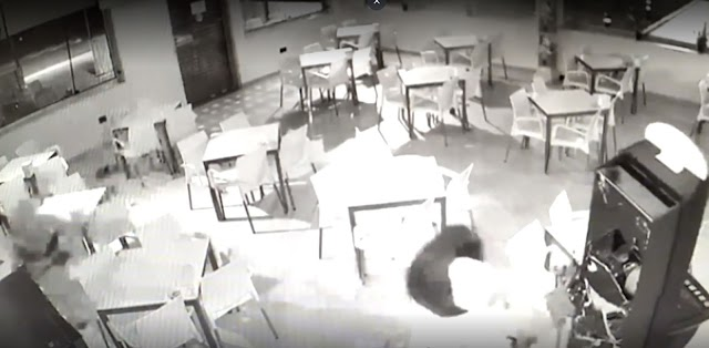 Captura de pantalla del vídeo captado por las cámaras de seguridad del establecimiento.