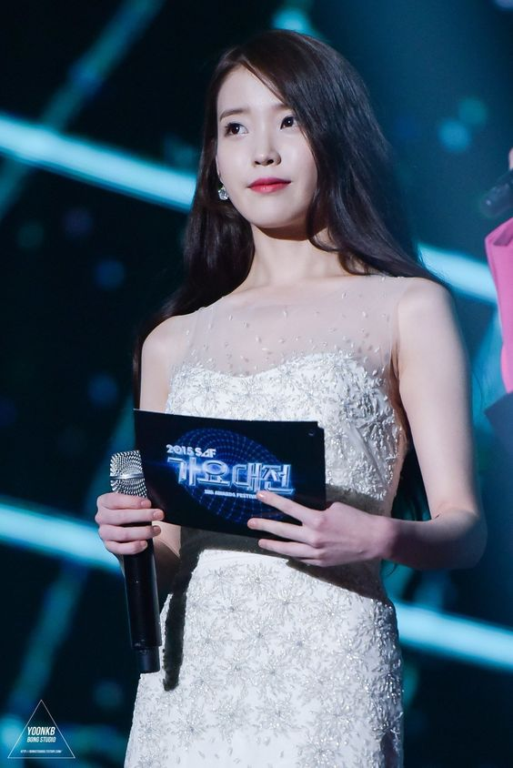iu gown 30