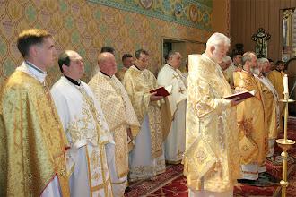 Photo: Архиєреї та священики у святилищі