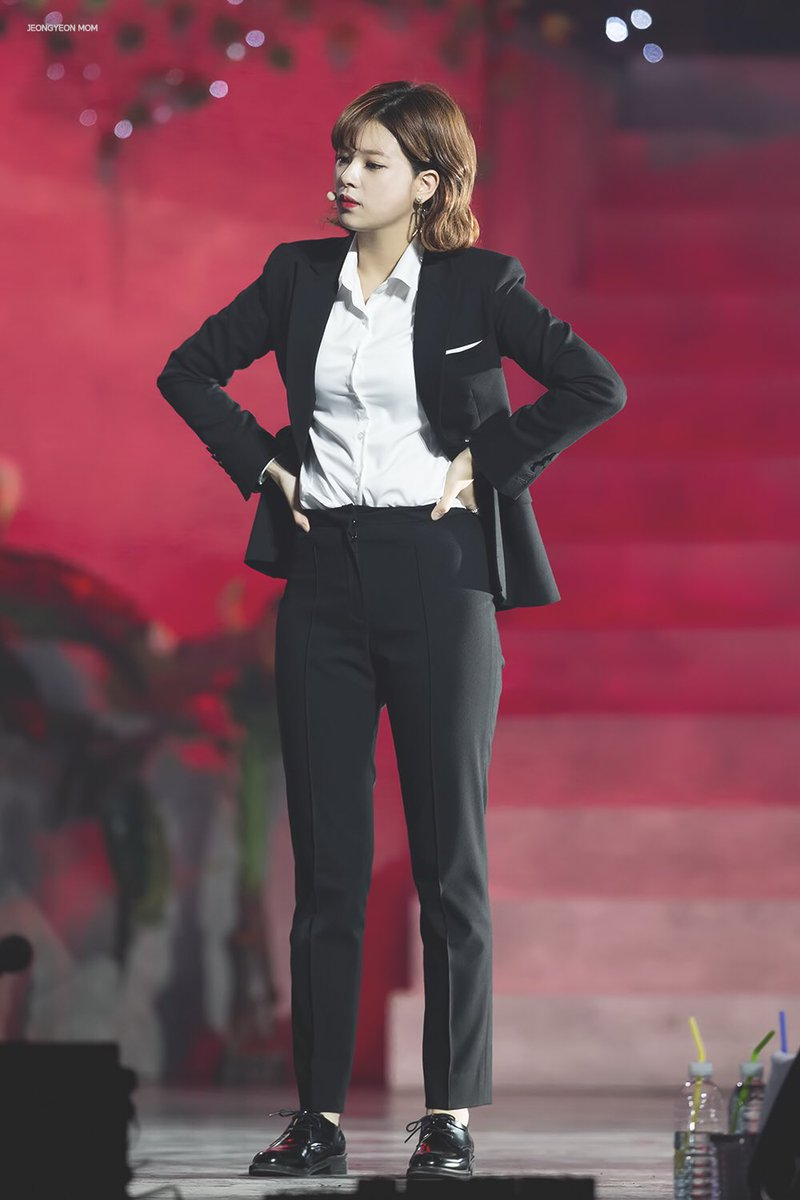 jeongyeon suit 4