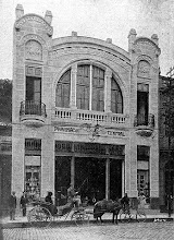 Photo: Prédio da Farmácia Central. Este prédio não mais existe. Localizava-se na Rua do Imperador. Foto do início do século XX