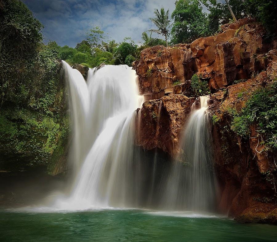 tegenungan waterfalls by Herry Suwondo - Landscapes Waterscapes ( bali, waterfalls, indonesia, gianyar, landscape )