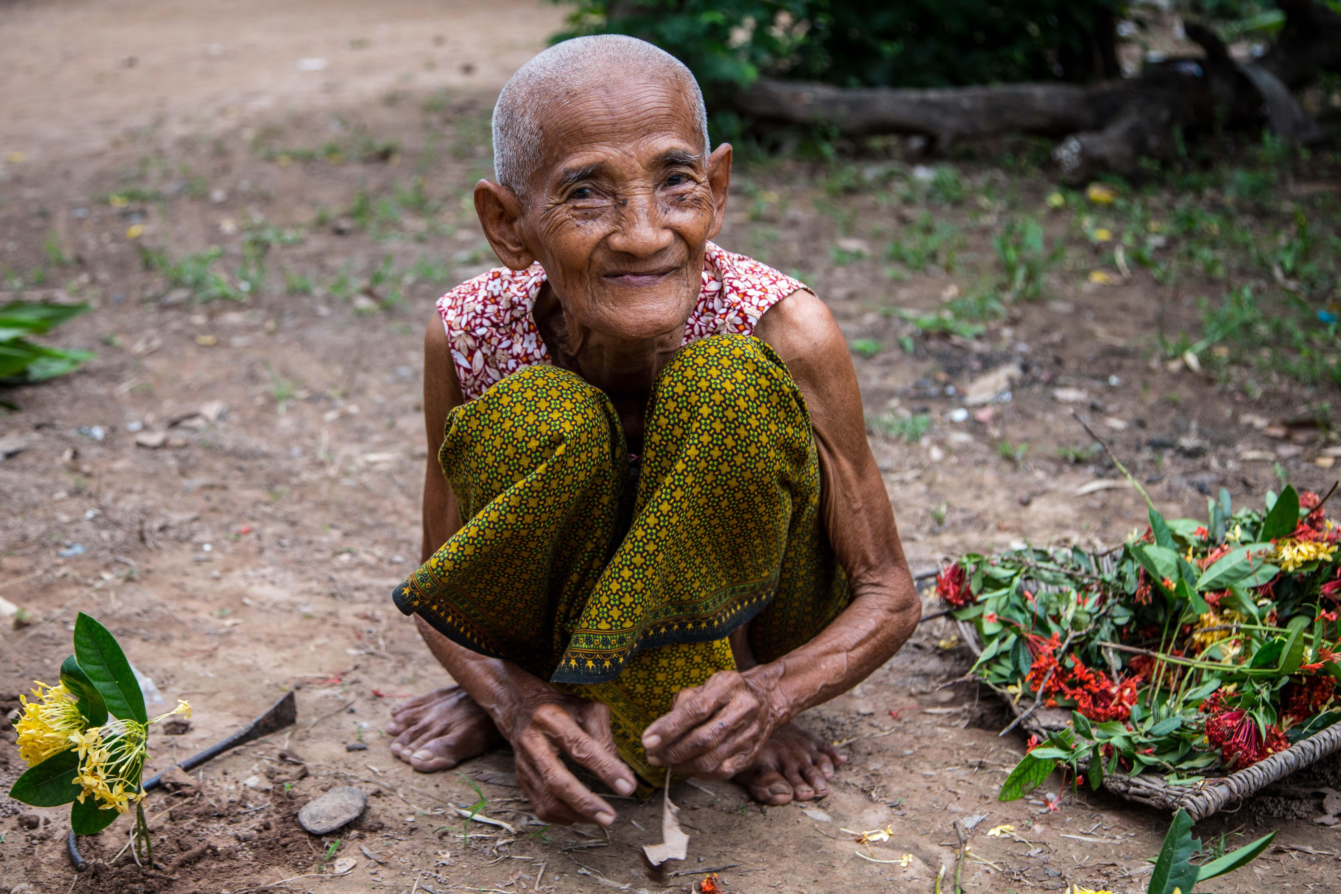 Cambodia - Holy and flowers di chiarabbate