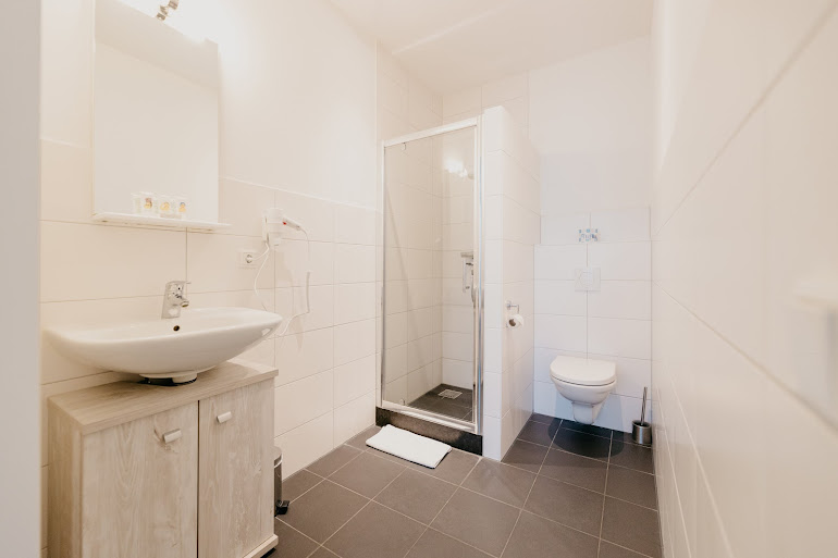 Family bathroom at Naritaweg Serviced Apartment, Westerpark