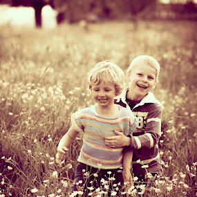 Friends by Anne-Cecile Pflieger - People Street & Candids ( child, annececilegraphic, children, cute, boy, eyes )