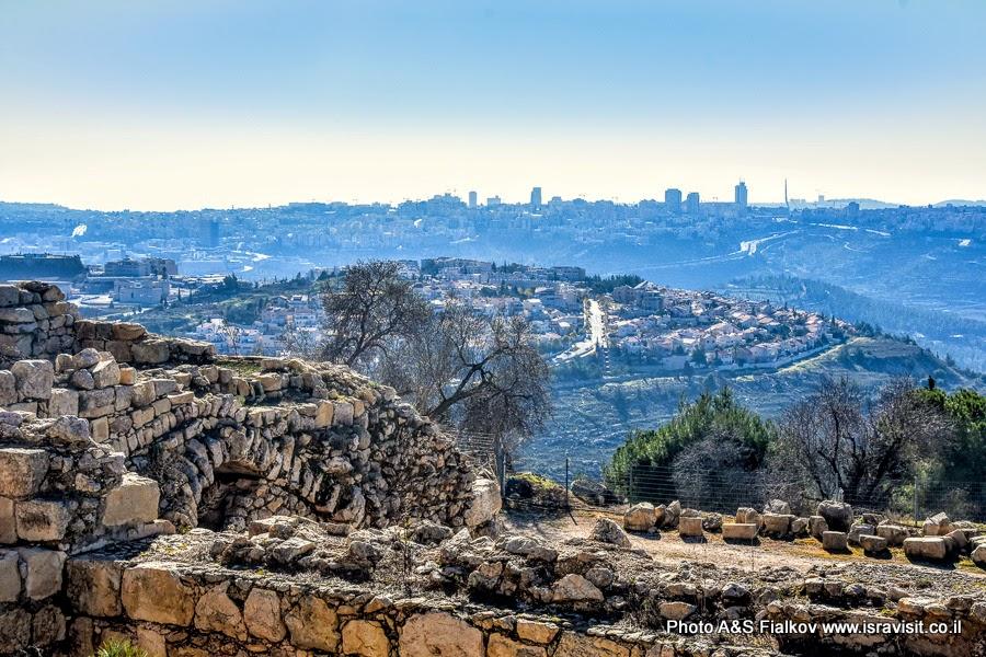 Вид на пригороды Иерусалима с площадки на горе Счастья.