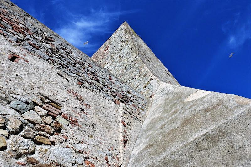 le mura del castello di luciano55