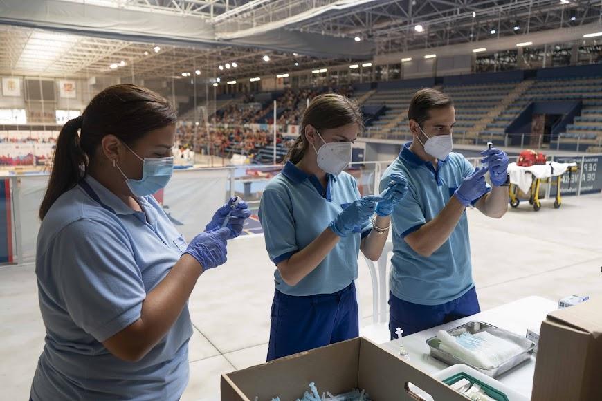 16.990: Almería bate otro récord de vacunas en un día.