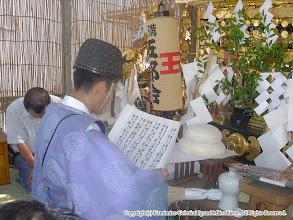 Photo: 【平成16年(2004) 宵々宮】 亀ヶ池八幡宮 宮司による「御霊入れ」。