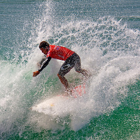 Surfer makes a big snap by Doug Redding - Sports & Fitness Surfing ( water, douglas redding, surfing, ocean, us open )