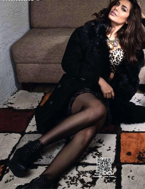 Esha Gupta shoes, Esha Gupta in black dress, Esha Gupta legs