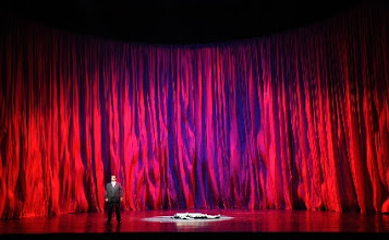 Photo: DARMSTADT: DIE WALKÜRE. Inszenierung John Dew. Aufführung 27.1.2013, zum Bericht von Dr. Klaus Billand. Feuerzauber. . Foto: Barbara Aumüller.