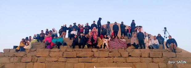 Photo: Ateş Sunağı(Altar)'nda güneşin doğuşunu bekleyenler. Nemrut Tümülüsü Karadut Köyü-Kahta-Adıyaman- 22.05.2016 Mezopotamya (Gaziantep-Şanlıurfa-Adıyaman Nemrut Dağı)  Etkinliği. - 19-20-21-22 Mayıs 2016