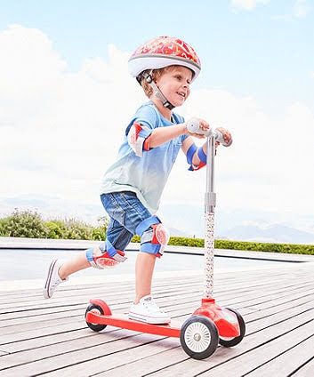 Bé chơi với xe trượt scooter có an toàn không 3