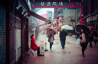 Photo: Fortune Teller in the streets of Asakusa, Tokyo, Japan  Here's one of the last scenes as the photowalk was winding down...  #100Tokyo  #CoolJapan