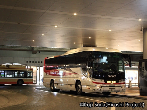 京王バス東「プリンセスロード」 81551 姫路駅北口にて_01