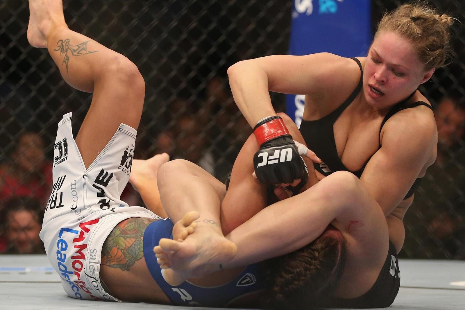 """Chữ ký của Ronda Rousey"""" Armbar """""""
