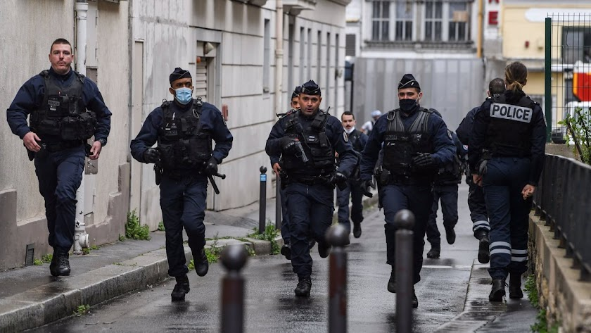 La Policía francesa ha disparado contra el agresor.