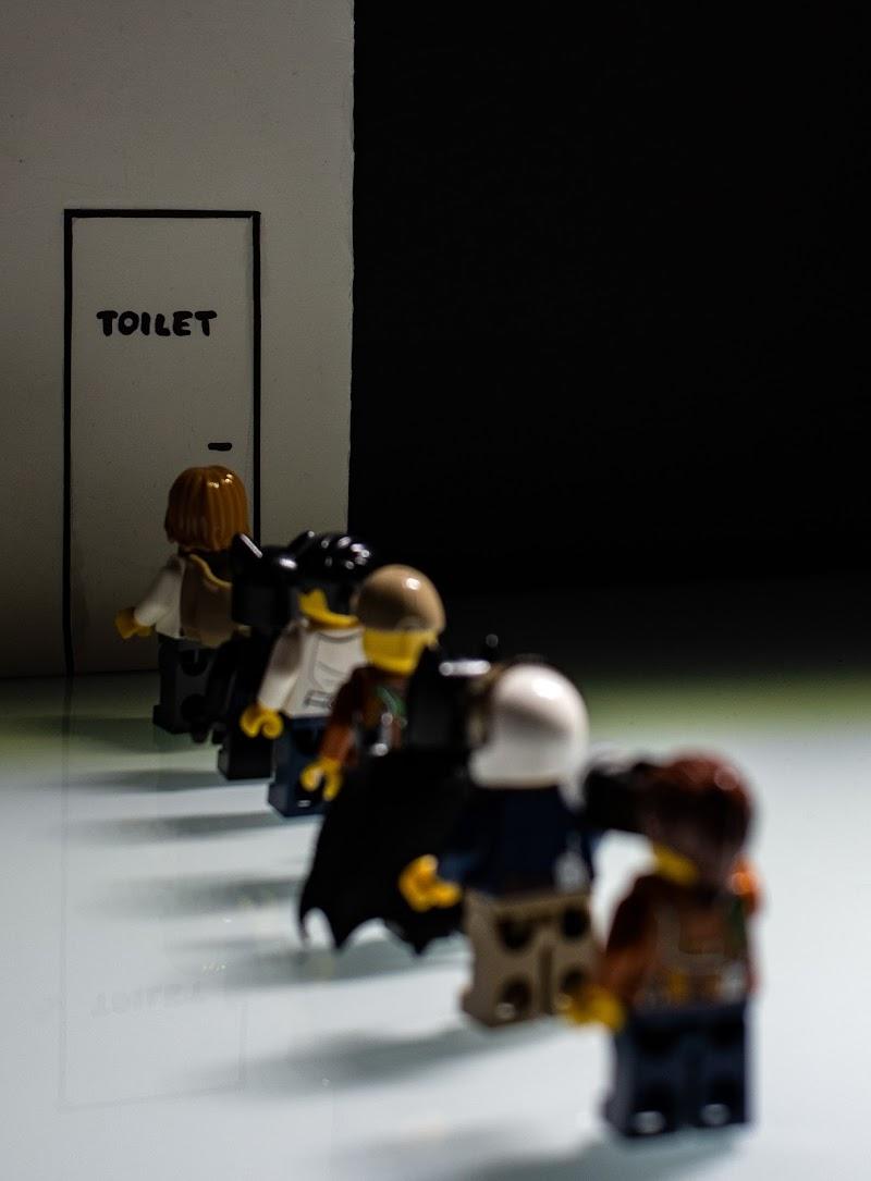 """""""La lunghezza di un minuto dipende dal lato della porta del bagno da cui ti trovi.""""  di CP"""