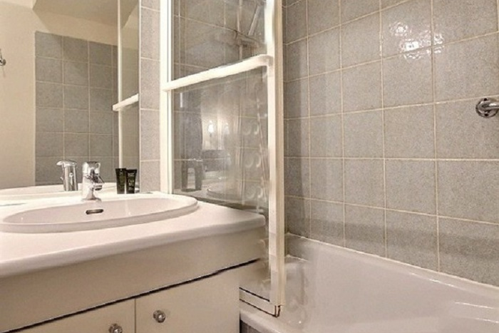 Toilet at 1 Bedroom Serviced Apartment in Louvre Street